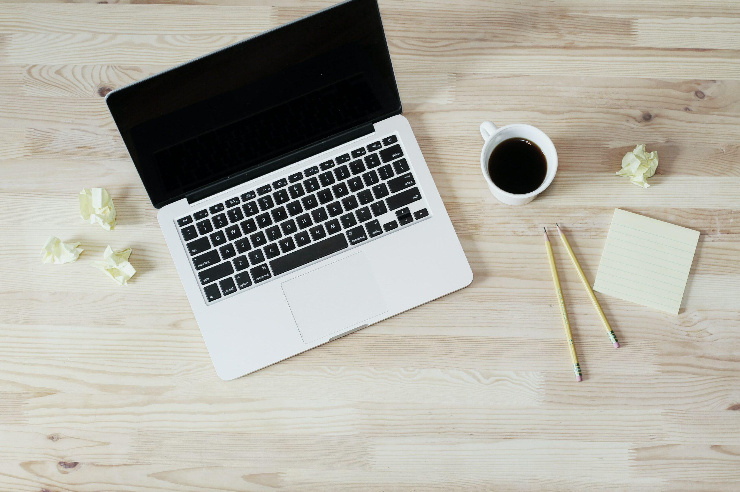 Laptop met aantekeningen